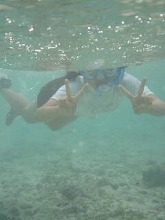 朱里、海の中!